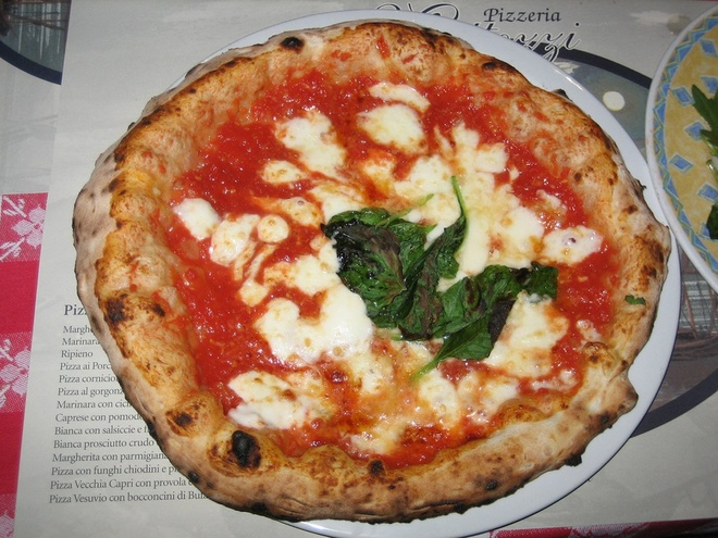 Pho Viet lot top nhung mon phai an mot lan trong doi hinh anh 3 Pizza ở Naples, Italy