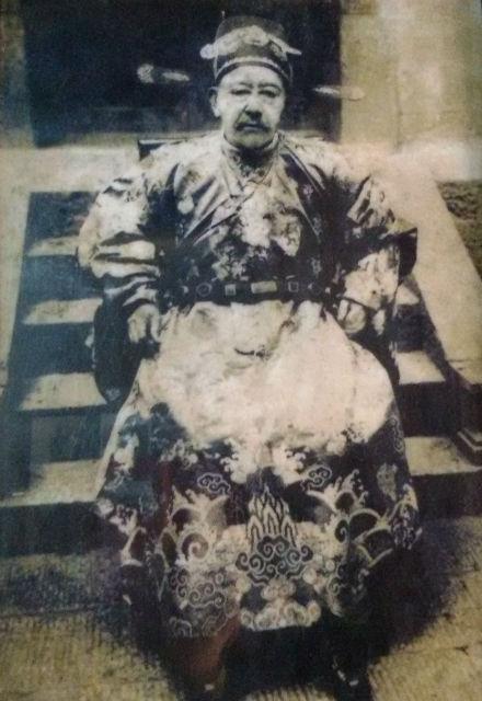 Nhung bi mat ve dinh thu 150 ty cua vua Meo hinh anh 8 Vua Mèo Vương Chính Đức.