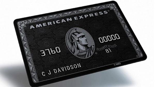 6. Thẻ Centurion chỉ dành cho khách hàng đặc biệt: Bạn đã bao giờ nổi hứng muốn mua một món giá trị lớn ngay tức khắc chưa? Không phải là mua tivi hay xe, mà là nhà hoặc thậm chí là máy bay. Bạn có thể làm điều đó với thẻ American Express Centurion. Loại thẻ này được đưa vào sử dụng cuối thập niên 90, dành cho một số ít khách hàng siêu giàu. Để sở hữu thẻ này, tối thiểu bạn phải có tài sản trị giá 16,3 triệu đôla, thu nhập hàng năm 1,3 triệu đôla và đủ khả năng trả phí mở thẻ <abbr class=