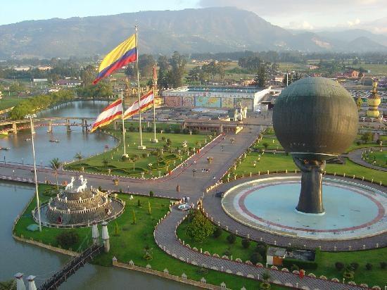 """7. Công viên Parque Jaime Duque, Colombia: Bạn thích gì ở một công viên giải trí? Nếu câu trả lời của bạn là """"phiên bản thay đổi giới tính và khỏa thân của những bức tượng nổi tiếng"""" thì Parque Jaime Duque là nơi dành cho bạn. Bạn có thể chiêm ngưỡng tượng thần Tự Do phiên bản nam trong số 700 tác phẩm điêu khắc kỳ quặc ở đây. Ngoài ra, công viên còn có phiên bản thu nhỏ của 7 kỳ quan thế giới cổ đại và """"Lâu đài của Dante"""", một chuyến tàu đi qua hầm với chủ đề dựa theo tác phẩm """"Hỏa ngục"""" của Dante."""
