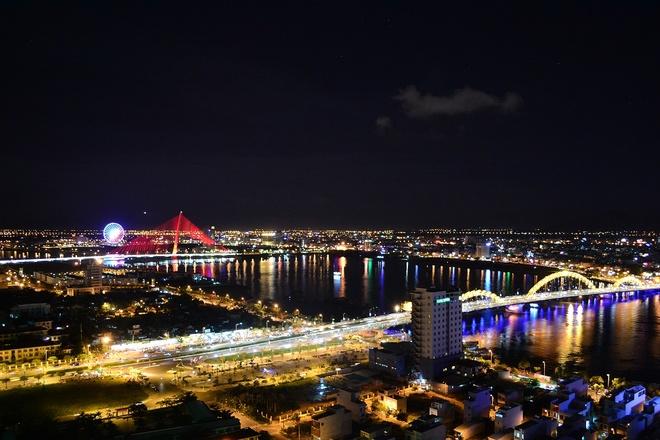 Đêm về trên thành phố biển.
