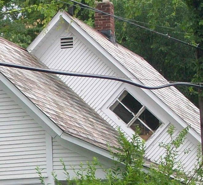 """Nhung dieu me tin la lung nhat the gioi hinh anh 8 10. Vermont: Cửa sổ đặt theo đường chéo được gọi là """"cửa sổ chống phù thủy"""" vì người dân nơi đây quan niệm phù thủy không thể cưỡi chổi bay qua cửa sổ chéo."""
