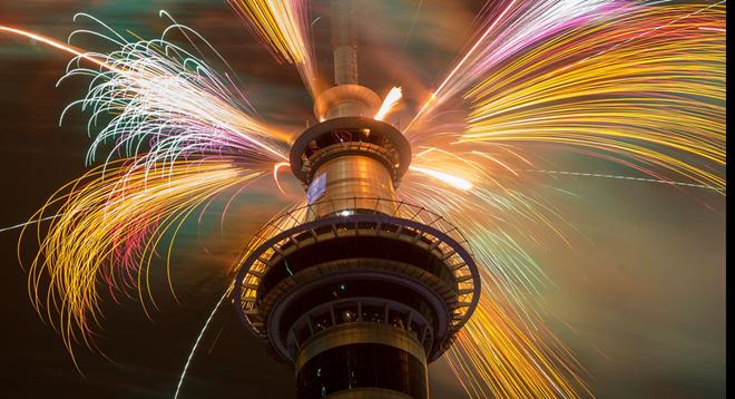 Nhung khoanh khac don chao nam moi 2015 an tuong nhat hinh anh 1 Màn trình diễn ánh sáng ở thành phố Auckland - nơi đón năm mới sớm nhất thế giới. Ảnh: BBC
