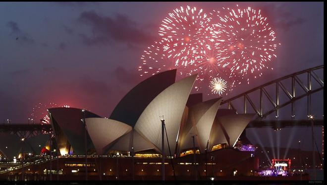Nhung khoanh khac don chao nam moi 2015 an tuong nhat hinh anh 2 Màn pháo hoa luôn được chờ đợi tại Sydney. Ảnh: Reuters