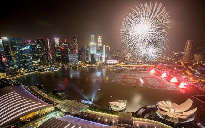 Nhung khoanh khac don chao nam moi 2015 an tuong nhat hinh anh 8 Màn trình diễn đặc sắc ở Singgapore. Ảnh: BBC