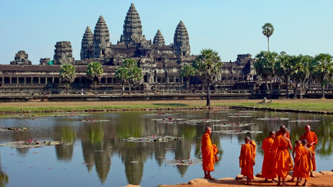 Hai nu du khach bi bat vi chup anh khoa than o den Angkor hinh anh