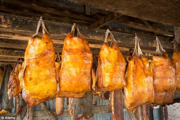 Cac mon an truyen thong kho nuot khap nam chau hinh anh 11 Thịt cá mập lên men.
