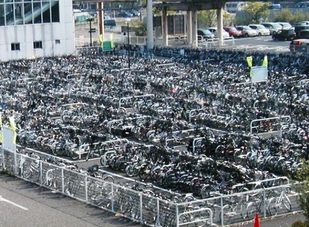 Nhung dieu la lung o Nhat Ban (phan 2) hinh anh 9 Những khu để dành riêng cho xe đạp: Nhật là quốc gia khá nhỏ hẹp, do đó xe đạp là phương tiện di chuyển thuận tiện nhất. Bạn sẽ thấy các bãi để xe đạp ở các ga tàu, trung tâm mua sắm và những nơi có đông người tụ tập.