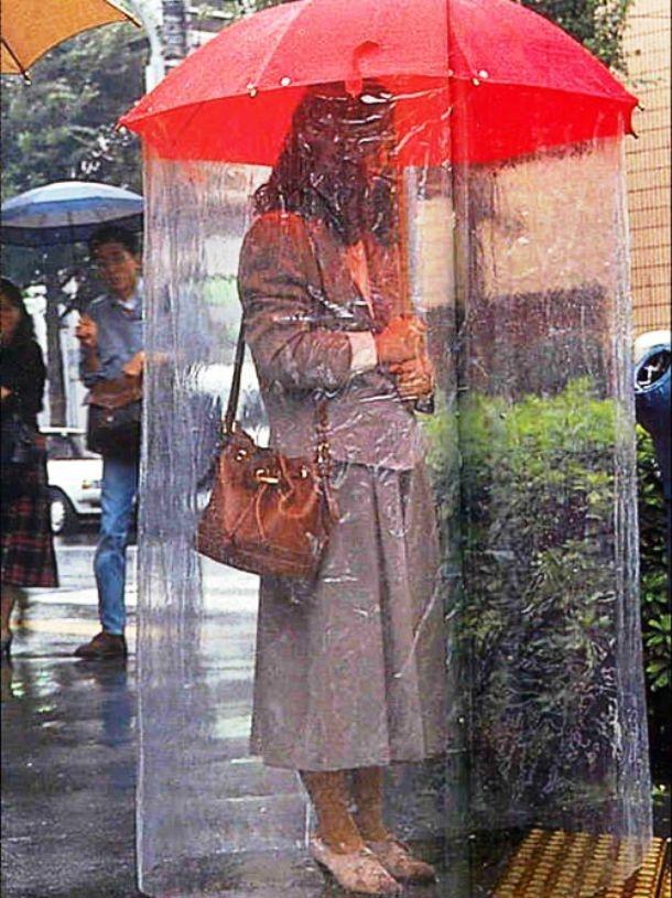 """Nhung dieu la lung o Nhat Ban hinh anh 3 """"Siêu ô"""": Khi mưa kèm theo gió mạnh thì ô thường khá vô dụng. Người Nhật đã xử lý vấn đề khó chịu này với sự sáng tạo của mình."""