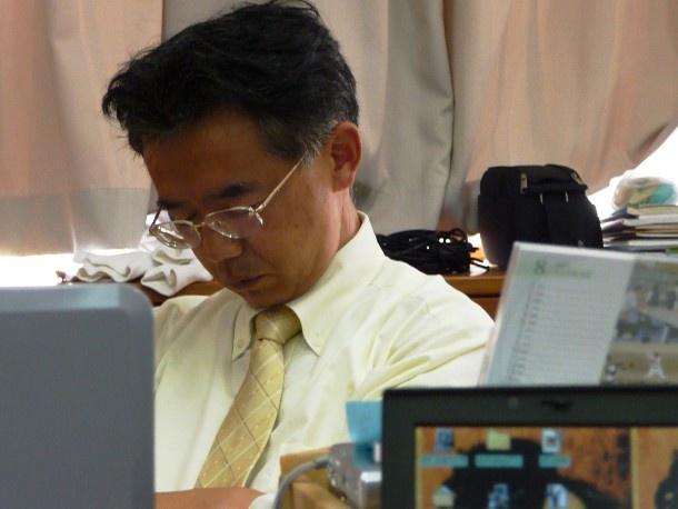 Nhung dieu la lung o Nhat Ban hinh anh 6 Ngủ gật ở văn phòng: Trong khi ở các quốc gia khác, việc ngủ gật ở văn phòng được coi là cấm kỵ, khiến nhân viên đó bị đánh giá không tốt thì ở Nhật, văn hóa doanh nghiệp cho phép các nhân viên làm việc chăm chỉ được ngủ một lát trong giờ làm việc. Nhiều người còn giả vờ ngủ gật để được quản lý tin là họ đã làm việc chăm chỉ.