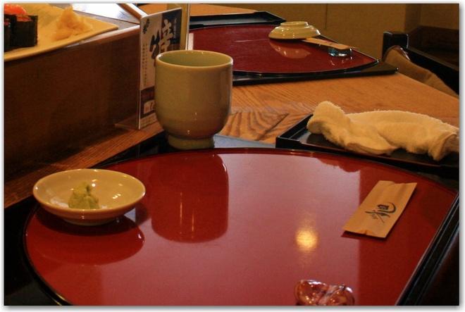 Nhung dieu la lung o Nhat Ban (phan 3) hinh anh 3 Khăn ướt trên bàn ăn: Người Nhật thích sạch sẽ, do đó bạn sẽ được phục vụ khăn ướt hoặc khăn tiệt trùng trước mỗi bữa ăn, từ ở cửa hàng ăn nhanh tới các nhà hàng hạng sang.