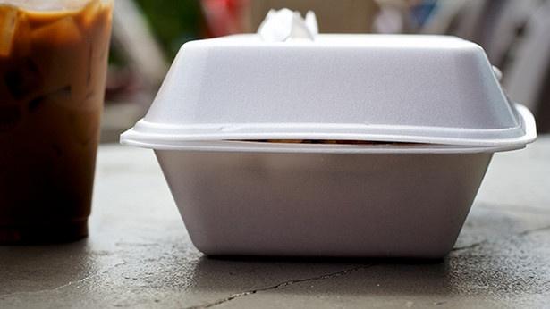 Nhung dieu la lung o Nhat Ban (phan 3) hinh anh 6 Không gói đồ thừa mang về: Tại Mỹ và các quốc gia khác, nếu không ăn hết đồ đã gọi ra, bạn có thể bảo nhà hàng cho số đồ ăn còn lại vào hộp đem về, nhưng người Nhật không có thói quen này. Những gì bạn không ăn hết thường sẽ được đổ vào thùng rác, tuy nhiên suất ăn của Nhật khá nhỏ nên đây cũng không phải vấn đề đáng lo ngại.