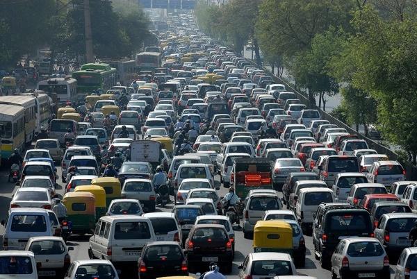 Thế thân lúc tắc đường: Tại các thành phố lớn của Trung Quốc, tắc đường là tình trạng thường xuyên diễn ra. Một số doanh nghiệp đã cung cấp dịch vụ thế thân lúc tắc đường. Nếu mắc kẹt, bạn có thể gọi dịch vụ và cho họ biết vị trí của mình. Hai người sẽ đi xe máy tới, người lái xe máy sẽ chở bạn tới nơi cần đến, còn người kia sẽ thay bạn ngồi trong xe.
