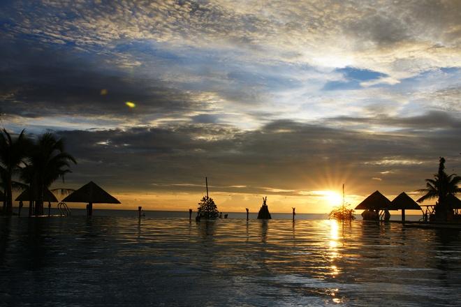 Phu Quoc vao top 20 diem trang mat tuyet nhat the gioi hinh anh 1 Phú Quốc, Việt Nam: Châu Á có rất nhiều hòn đảo đáng để nghỉ tuần trăng mật, và Phú Quốc là một trong những nơi xinh đẹp nhất. Dù ngày nay đã có nhiều du khách biết tới hòn đảo này, Phú Quốc vẫn giữ được vẻ đẹp hoang sơ với những bãi cát mềm, hàng dừa xanh tươi và làn nước ấm áp.
