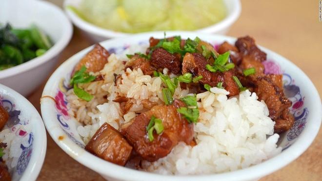 Nhung mon an via he ngon chay nuoc mieng o Dai Loan hinh anh 3 Cơm thịt kho tàu: Đĩa cơm nóng ăn với thịt kho tàu mềm mịn như tan trong miệng là món ăn lý tưởng vào mùa đông.
