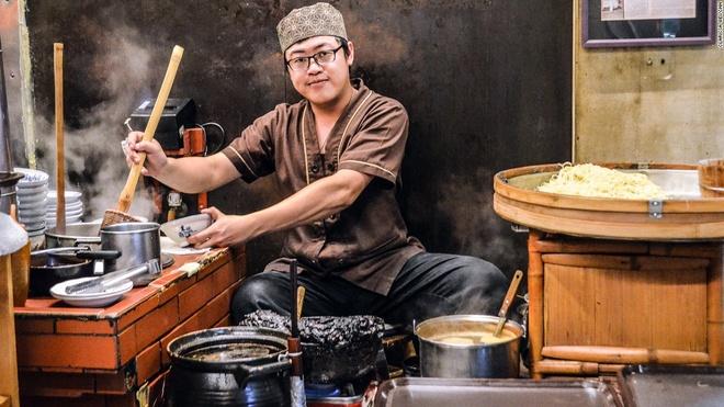 Nhung mon an via he ngon chay nuoc mieng o Dai Loan hinh anh 2 Trước kia, mì Danzai được những người bán rong gánh đi khắp phố phường. Ngày nay, họ thường dọn hàng và nấu ở một chỗ trên vỉa hè.