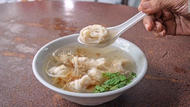 Nhung mon an via he ngon chay nuoc mieng o Dai Loan hinh anh 9 Súp mực hầm: Nhìn chung súp mực ở Tainan ngọt hơn ở các vùng khác của Đài Loan. Phiên bản của quán Fushui Huazhi Geng còn có cả cá măng sữa hấp.