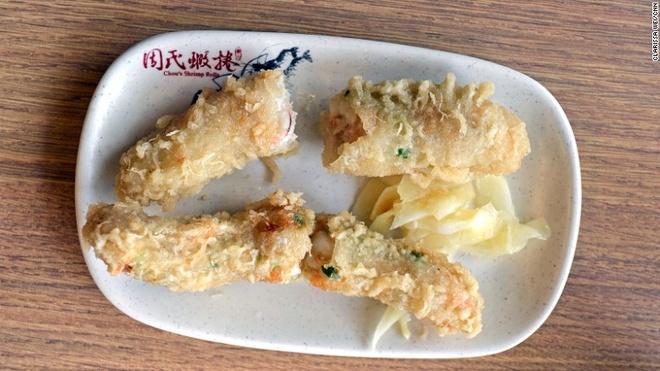Nhung mon an via he ngon chay nuoc mieng o Dai Loan hinh anh 18 Tôm chiên xù: Tôm chiên xù ở Đài Loan khá giống món tempura của Nhật, ngoại trừ việc tôm được bọc trong một lớp mỡ mỏng, nhồi thêm hành tăm trước khi đem rán.