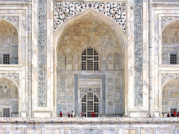 20 su that khong ngo ve lang Taj Mahal hinh anh 6 Các dòng chữ khắc trên lăng Taj Mahal.
