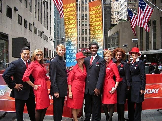 So dong phuc nu cua Vietnam Airlines voi cac hang SkyTeam hinh anh 14 Delta Air Lines (Mỹ): Cũng chọn màu đỏ nổi bật, đồng phục của hãng Delta Air Lines lại không được đánh giá cao do thiết kế dạng áo khoác váy không được tinh tế.