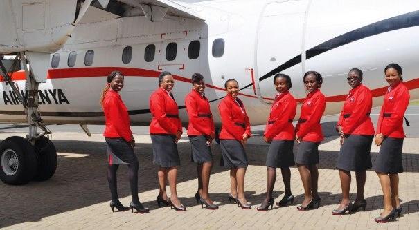 So dong phuc nu cua Vietnam Airlines voi cac hang SkyTeam hinh anh 16 Kenya Airways (Kenya): Hãng hàng không châu Phi này chọn trang phục gồm chân váy màu xám và áo vét màu đỏ nổi bật cho các nữ tiếp viên.