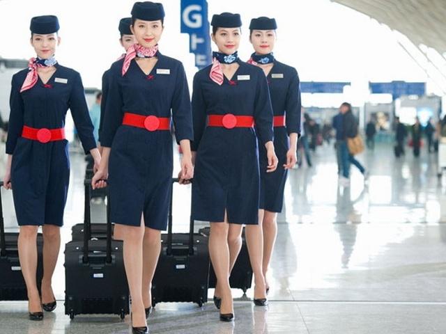 So dong phuc nu cua Vietnam Airlines voi cac hang SkyTeam hinh anh 11 China Eastern Airlines (Trung Quốc): Với thiết kế hiện đại, thời trag nhưng không kém phần chuyên nghiệp, đồng phục của hãng China Eastern được đánh giá cao và từng được vào top những đồng phục hàng không đẹp nhất thế giới.