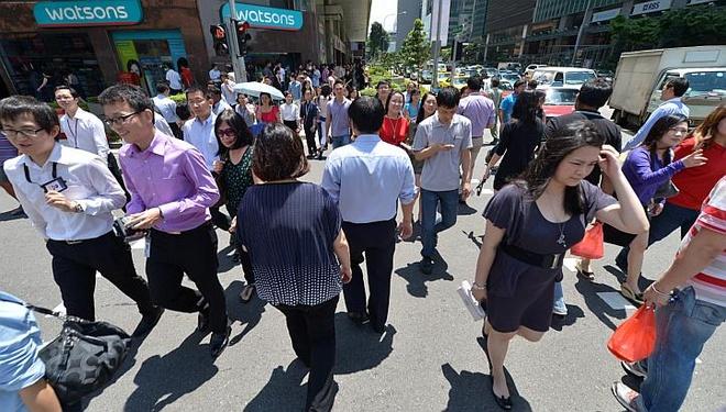 Nhung dieu la lung o Singapore hinh anh 12 Người Singapore đi nhanh nhất thế giới: Theo một nghiên cứu của British Council, người Singapore có vận tốc đi bộ nhanh nhất thế giới. Trung bình, mỗi người đi được 18 m/10,55 giây, tương đương khoảng 6,15 km/h.