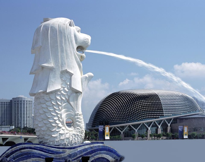 """Nhung dieu la lung o Singapore hinh anh 7 Không có sư tử ở nơi được mệnh danh là """"Đảo quốc sư tử"""" này"""": Tương truyền, hoàng tử Sang Nila Utama tới từ Palembang thấy một sinh vật mà ngài tưởng là một con sư tử. Do đó ngài đã đặt tên cho hòn đảo này là Singapura, nghĩa là """"Thành phố sư tử"""" trong tiếng Sanskrit. Nhưng tại vùng đất này không hề có sư tử sinh sống. Nhiều người cho rằng có thể hoàng tử đã nhìn thấy một con hổ và nhầm nó là sư tử."""