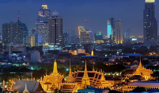 """7 dieu la lung o Thai Lan hinh anh 2 Tên thủ đô không phải Bangkok: Phần lớn chúng ta biết thủ đô của Thái Lan là Bangkok, ít ai biết tên đầy đủ của thành phố này là """" Krungthepmahanakhon Amonrattanakosin Mahintharayutthaya Mahadilokphop Noppharatratchathaniburirom Udomratchaniwetmahasathan Amonphimanawatansathit Sakkathattiyawitsanukamprasit"""". Cụm từ này dịch ra là """"Thành phố của thiên thần, thành phố vĩ đại của những người bất tử, thành phố lộng lẫy của 9 viên đá quý, ngôi báu của đức vua, thành phố của những cung điện hoàng gia, nhà của những vị thần hiện thân, xây dựng bởi thần Visvakarman theo lệnh của thần Indra""""."""