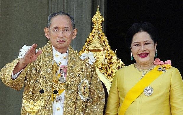 """7 dieu la lung o Thai Lan hinh anh 5 """"Ngày của mẹ"""" không dành cho những người mẹ: Người Thái có """"Ngày của mẹ"""" và """"Ngày của cha"""", nhưng không phải là dành cho các ông bố, bà mẹ của họ. Trên thực tế, ngày này được dành để tôn vinh cha và mẹ về mặt tinh thần của Thái Lan: đức vua và hoàng hậu."""