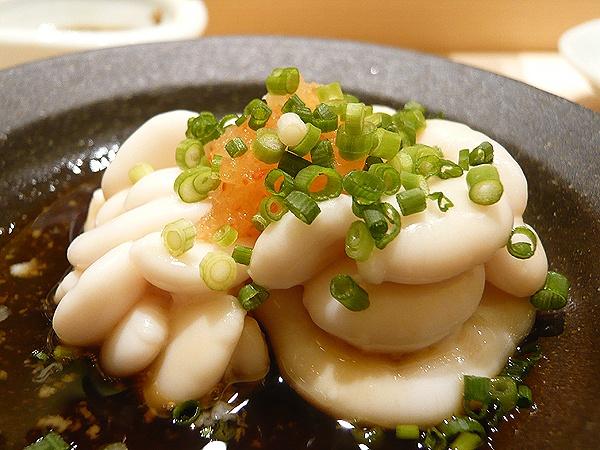 Shirako (tinh hoàn cá tuyết): Món này thường được ăn sống, tuy nhiên vị và hình dạng của nó không dễ chịu gì cho lắm. Người Nhật cho rằng shirako rất tốt cho chuyện phòng the của nam giới.