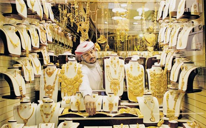 Lượng vàng giao dịch tính bằng tấn: Năm 2013, lượng vàng giao dịch ở Dubai có giá trị 70 tỷ đôla và tổng trọng lượng lên tới 2,25 tấn.