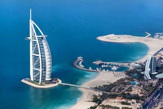 Khách sạn 7 sao duy nhất trên thế giới: Khách sạn Burj Al Arab có dạng cánh buồm với 202 phòng giá thấp nhất là <abbr class=
