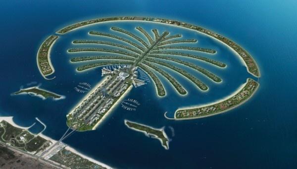 Hòn đảo nhân tạo lớn nhất thế giới: Dubai đã bỏ ra 12,3 tỷ đôla để xây dựng hòn đảo nhân tạo lớn nhất thế giới có dạng một cây cọ - đảo Palm Jumeirah. Hòn đảo này cũng đã trở thành một trong những biểu tượng nổi tiếng nhất về sự giàu có và tham vọng của Dubai.  Tổng diện tích đảo lên tới 5,6 triệu m2 và là nơi đặt những chuỗi khách sạn hạng sang cũng như biệt thự của các triệu phú, ngôi sao (với giá từ 1,6 triệu đôla trở lên).