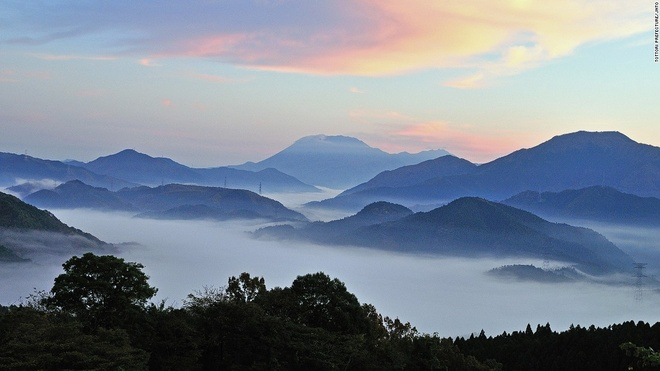 Nhung canh dep me hon o Nhat Ban hinh anh 14 Núi Daisen (Tottori): Ngọn núi cao 1.709 m này được coi là chốn thiên liên từ thời Jomon và Tayori. Việc leo lên đây bị cấm cho tới tận thời Edo cách đây 200 năm.