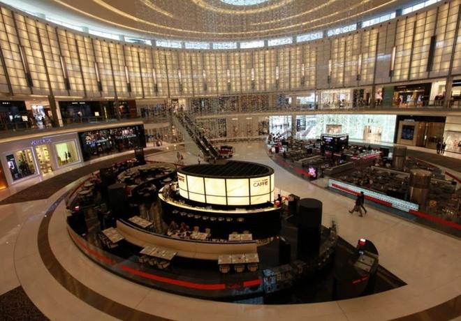Nhung quan ca phe mang thuong hieu thoi trang dang cap hinh anh 5 Cà phê Emporio Armani Caffé (Dubai, Các Tiểu vương quốc Ả Rập Thống nhất): Dubai nổi tiếng thế giới với sự giàu có và xa hoa, do đó không có gì bất ngờ khi quán Armani Caffé nằm ở trung tâm thương mại Dubai Mall có mặt trong danh sách này. Giống như thương hiệu thời trang Armani, quán tập trung vào sự đơn giản, lịch sự và sang trọng. Chất lượng đồ ăn và nội thất lịch lãm đem lại ấn tượng khó quên cho du khách.