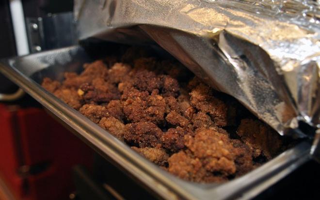 Nhung dac san ky di phai thu mot lan trong doi hinh anh 11 Tinh hoàn bò (Mỹ): Tại Mỹ, tinh hoàn bò được rán giòn và thường được phục vụ tại các lễ hội. Đây là món ưa thích của các chàng cao bồi miền Tây.