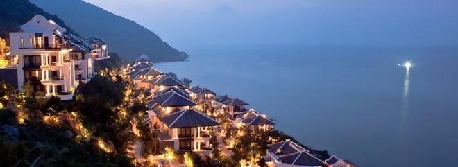 10 resort Viet sieu sang lam khach Tay me met hinh anh 1 InterContinental Danang Sun Peninsula Resort (Đà Nẵng): Khu nghỉ dưỡng nằm ở phía Bắc bán đảo Sơn Trà này từng đoạt giải thưởng danh giá dành cho resort sang trọng hàng đầu thế giới do tổ chức World Travel Awards uy tín trao tặng.