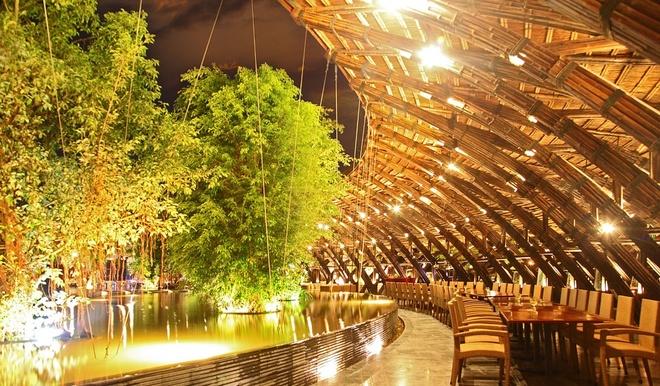 10 resort Viet sieu sang lam khach Tay me met hinh anh 14 Với thiết kế xanh hài hòa với cảnh quan xung quanh, cùng hệ thống nhà hàng sang trọng, bể bơi nước nóng ngoài trời lớn nhất miền Bắc, hệ thống đồi Tùng nghệ thuật cảnh quan tuyệt mỹ, sân golf 9 hố và hàng loạt các dịch vụ đẳng cấp khác, resort này đem lại cho du khách một khoảng thời gian thư giãn tuyệt vời. Ảnh: Flamingo Đại Lải.