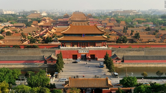 1. Tử Cấm Thành, Bắc Kinh, Trung Quốc (15.340.000 lượt khách/năm): Tòa thành màu đỏ tươi với mái theo đúng kiến trúc truyền thống của Trung Quốc. Bảo tàng bên trong Tử Cấm Thành trưng bày các tác phẩm nghệ thuật, thư pháp và đồ đạc dành cho vua chúa.