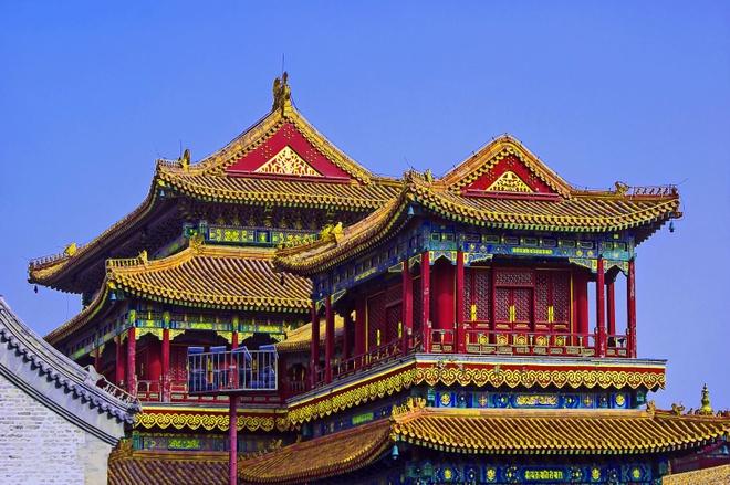 3. Tử Cấm Thành được xây dựng trong 14 năm với những vật liệu cao cấp như gạch Tô Châu, ngói men ngọc An Huy, đá quý Phòng Sơn, gỗ quí Phương Nam.