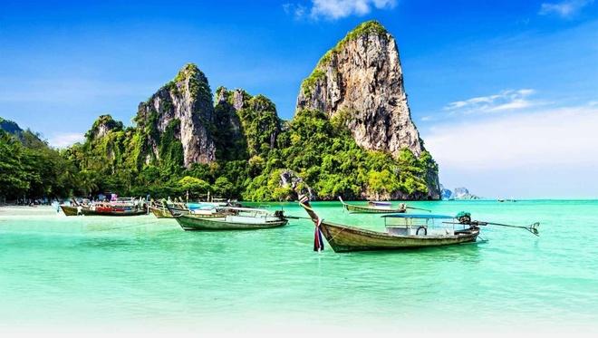 Du lich chau A chi voi 600.000 dong mot ngay hinh anh 11 Phuket, Thái Lan: Những bãi biển trong vắt, xanh biếc với cát trắng và nắng vàng khiến đây là một trong những điểm du lịch nổi tiếng nhất Thái Lan. Bạn có thể ở trong các nhà gỗ, tắm biển và tham quan với chưa tới 600.000 đồng một ngày.