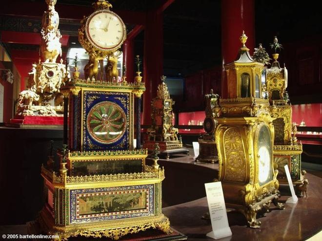 16. Bảo tàng ở Tử Cấm Thành có một trong những bộ sưu tập đồng hồ cơ thế kỷ 18-19 lớn nhất thế giới, với hơn 1.000 chiếc được chế tác tại cả Trung Quốc và nước ngoài.