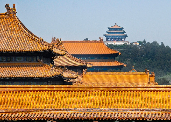 5. Đa số mái của các cung điện đều lợp ngói hoàng lưu li màu vàng, màu tượng trưng cho triều đình Trung Quốc. Màu vàng trong thuyết ngũ hành là thổ, gốc của vạn vật, cho nên xưa nay màu vàng được giới thống trị xem là màu tôn quý nhất.