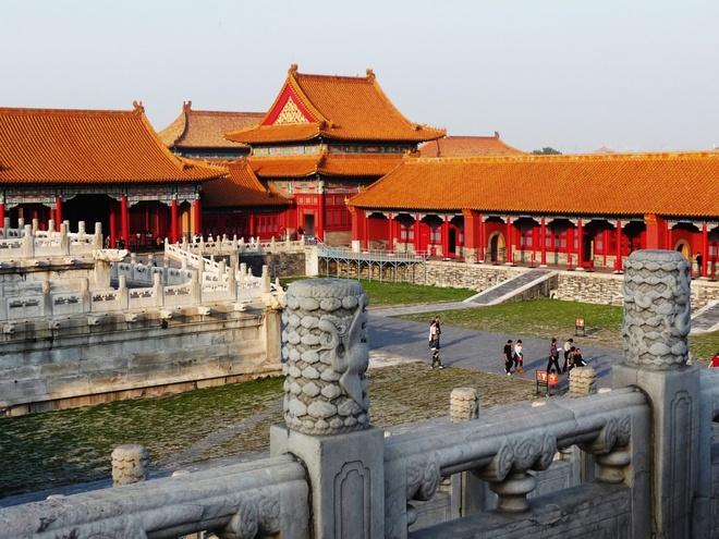 7. Tử Cấm Thành là một khu tổ hợp các công trình cổ, với nhiều hiện vật quý từ gốm và ngọc bích. Tổng cộng tòa thành này có 9.999 căn phòng.