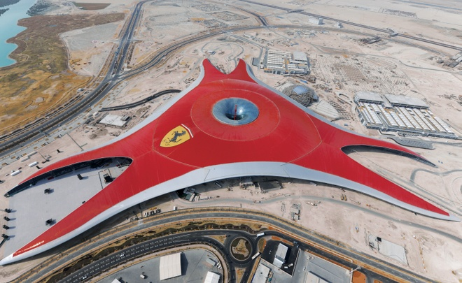 Nhung ly do khien Abu Dhabi tuyet hon Dubai hinh anh 14 15. Công viên giải trí Ferrari World: Công viên giải trí trong nhà lớn nhất thế giới này được xây dựng theo chủ đề Ferrari - nhãn xe nổi tiếng. Tại đây có tàu lượn siêu tốc nhanh nhất thế giới, Formula Rossa , với vận tốc lên tới 240 km/h.