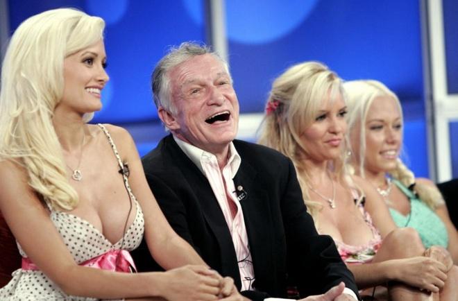 Nhung dieu thu vi ve dinh thu Playboy hinh anh 7 Các cô bạn gái được trả lương: Dù có vẻ giống nhau nhưng các Playmate và bạn gái khá khác nhau. Các Playmate chỉ được trả lương một lần khi xuất hiện trên tạp chí. Các cô bạn gái nhận được <abbr class=
