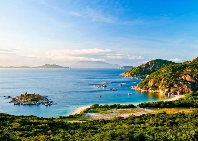 Nguoi Viet thich di dau nhat? hinh anh 14 Du khách có rất nhiều lựa chọn về điểm tham quan ở Nha Trang, từ tam đảo Bình Ba - Bình Hưng - Bình Tiên, Vinpearl Land, vịnh Ninh Vân, Tháp Bà Ponagar, tới Viện Hải dương học Nha Trang.