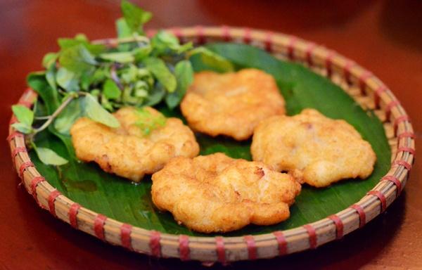 Nguoi Viet thich di dau nhat? hinh anh 9 Tới vùng đất này, du khách sẽ được thưởng thức những món ăn nổi tiếng như bánh gio Tiên Yên, hải sản, bánh cuốn chả mực, tu hài, cà sáy Tiên Yên. Ảnh: Chamuc.