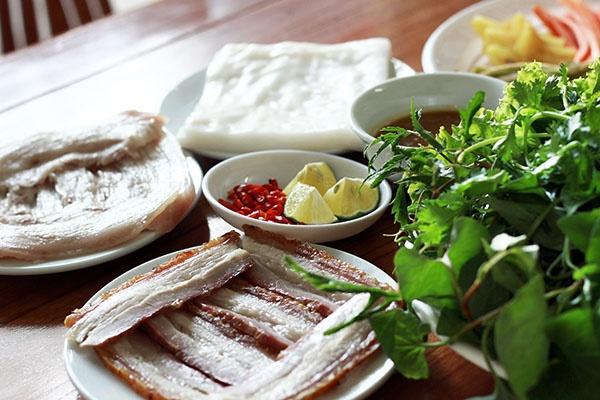 Nguoi Viet thich di dau nhat? hinh anh 12 Đà Nẵng nổi tiếng với ẩm thực ấn tượng và ngon tuyệt, khiến ngay cả du khách khó tính cũng phải hài lòng với những món như mì Quảng, bê thui Cầu Mống, bánh tráng cuốn thịt heo, gỏi cá Nam Ô.. Ảnh: Phuonghoangtours.
